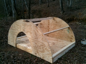 The roof fits directly over the floor for a seamless pig house!
